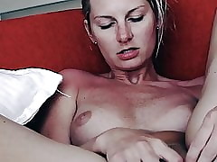Light-complexioned Clit Scraping