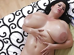 Comely BBW Successfully Gut